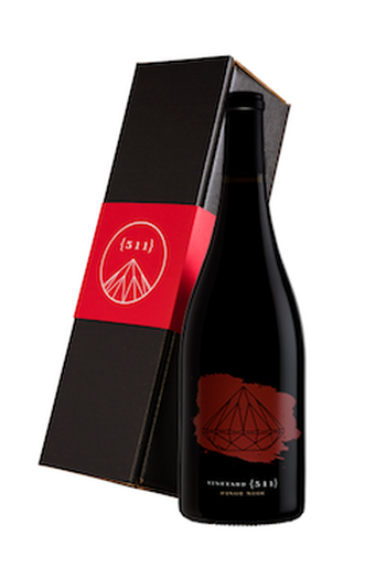 One 2018 Pinot Noir Bottle in a Gift Box